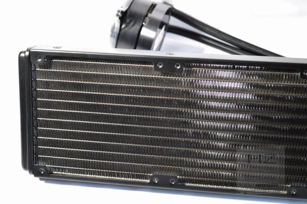 Refrigeración líquida NZXT KRAKEN X72 - Detalle radiador 2