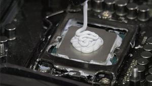 Da igual poner demasiada pasta térmica en el procesador