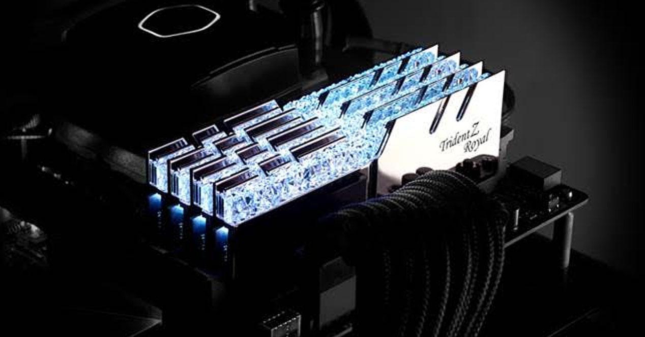 Ver noticia 'G.Skill Trident Z Royal Series DDR4 RGB: hasta 4600 Mhz a todo lujo'