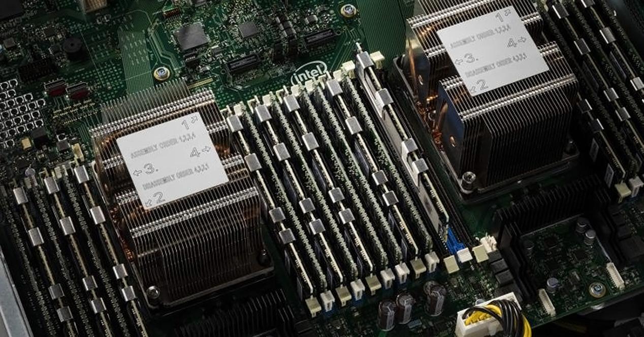 Ver noticia 'Filtrado el rendimiento de la plataforma Intel Cascade Lake de 96 núcleos en Cinebench'