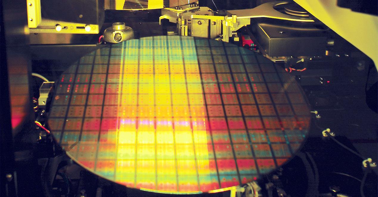 tsmc_wafer_semiconductor_chip_300mm_fab_11