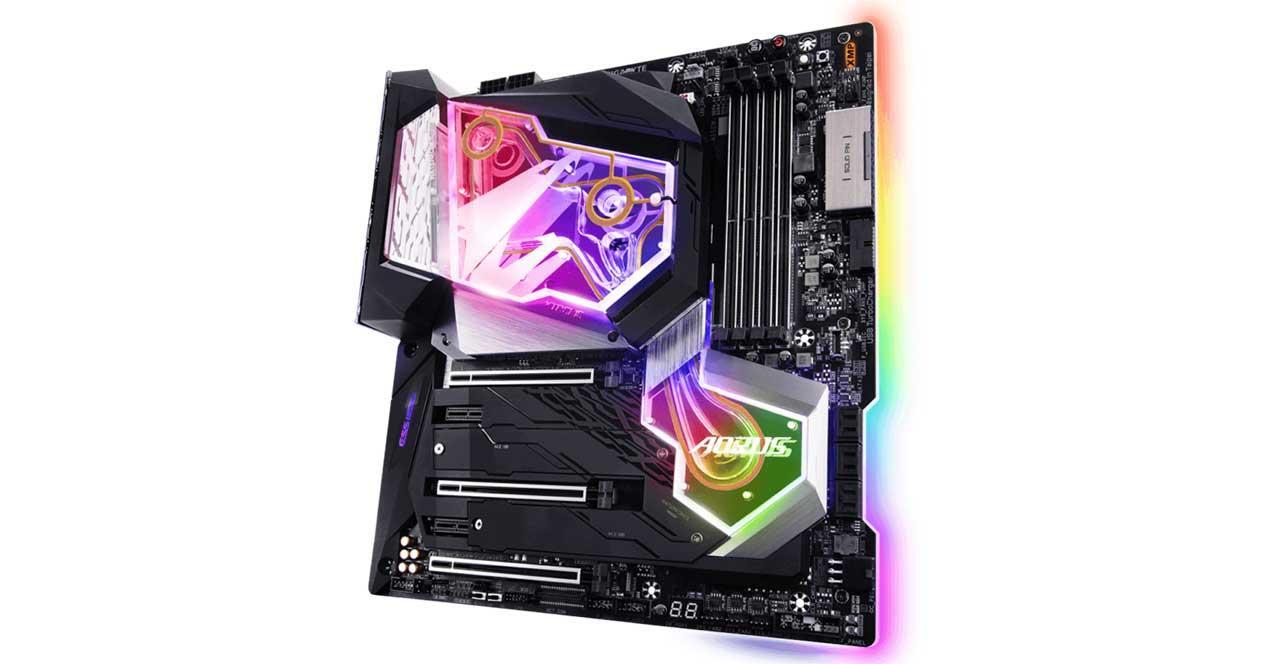 Gigabyte-Z390-AORUS-Xtreme-WaterForce-2