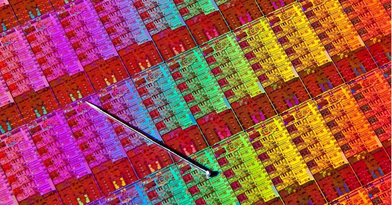Ver noticia 'Crean transistores de 2,5 nm con precisión atómica: La Ley de Moore seguirá viva'