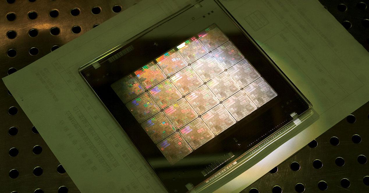 High-Bandwidth Stream Processors