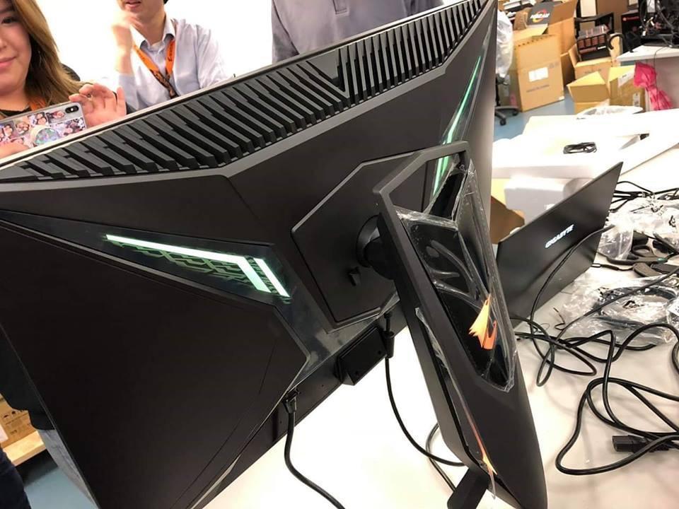Gigabyte AORUS monitor 6