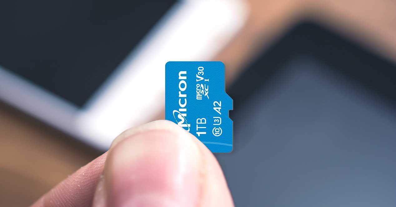1TB-microSD-Card-Phone