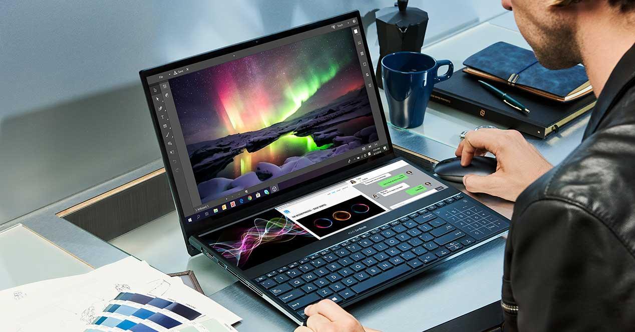 ZenBook-Pro-Duo_UX581_Multitasking