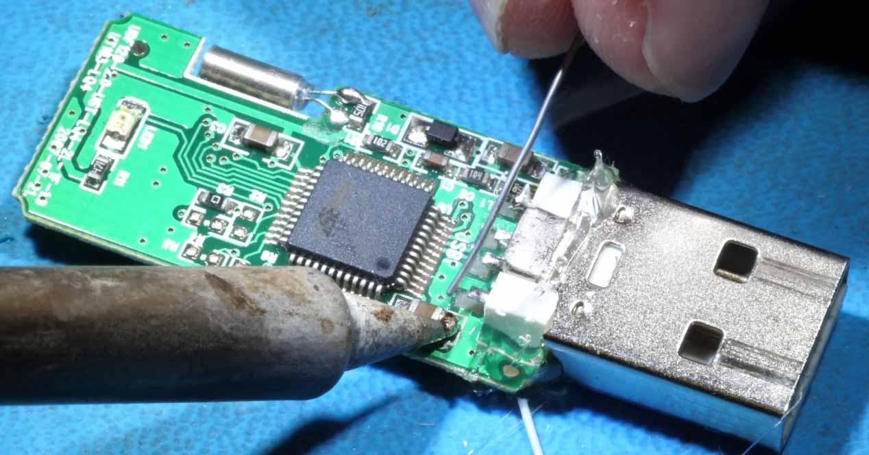 ¿Se puede reparar un pendrive USB que está físicamente roto?
