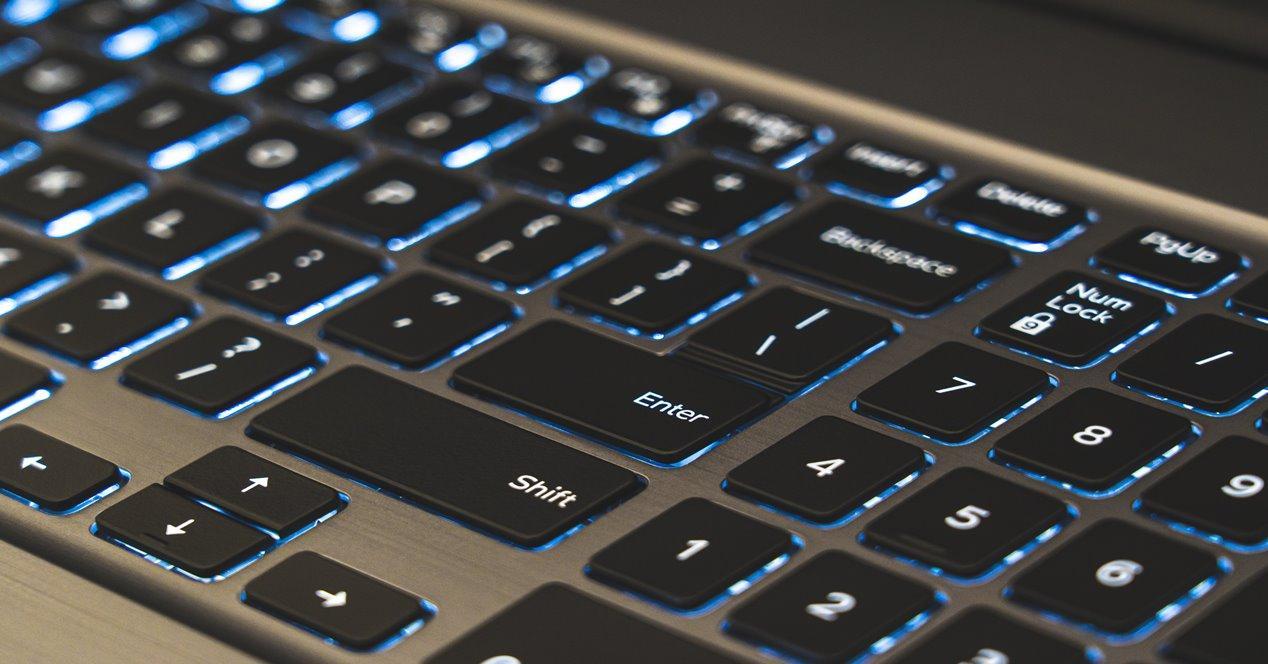 cómo solucionar teclado escriba números
