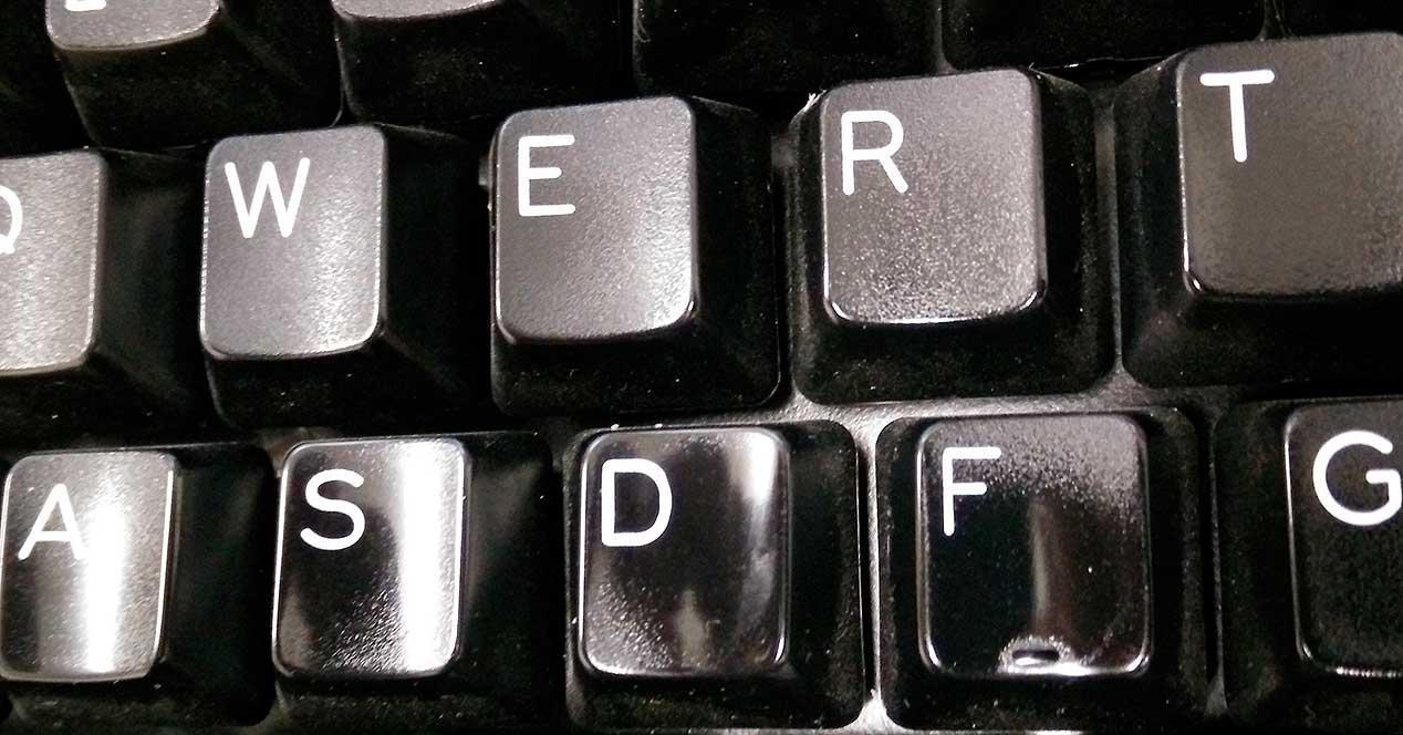 ABS-vs-PBT-keycaps