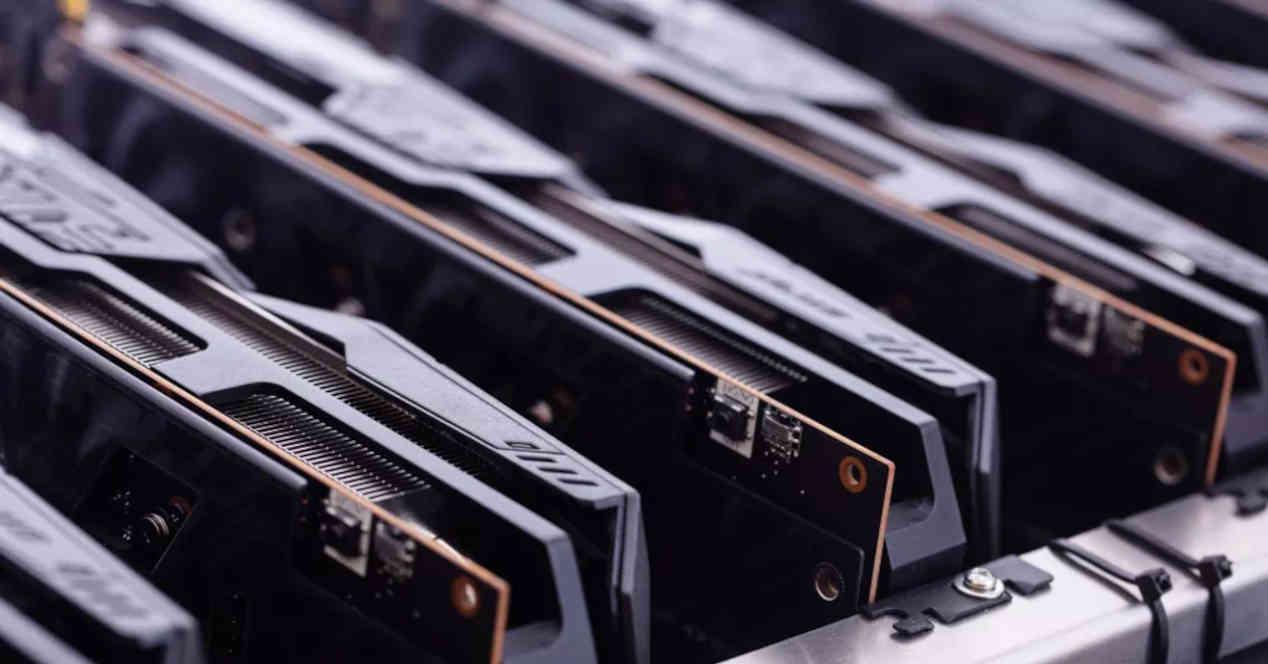 GPUs minando en rack