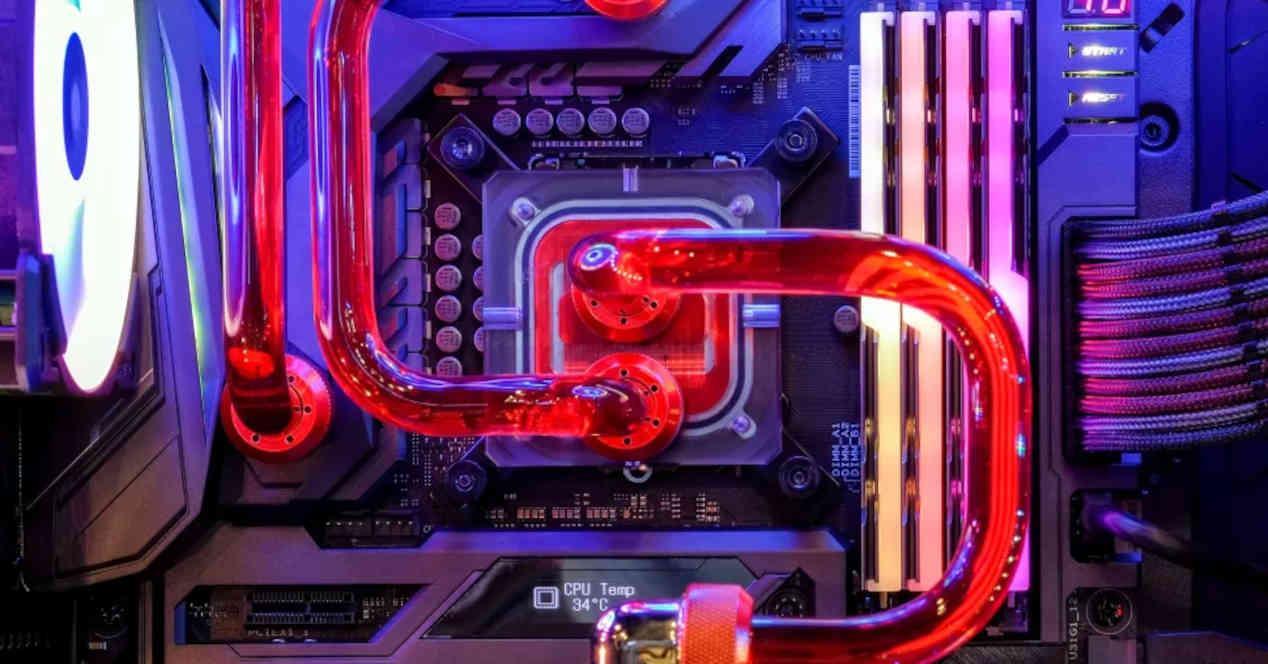 PC interior refrigeración líquida