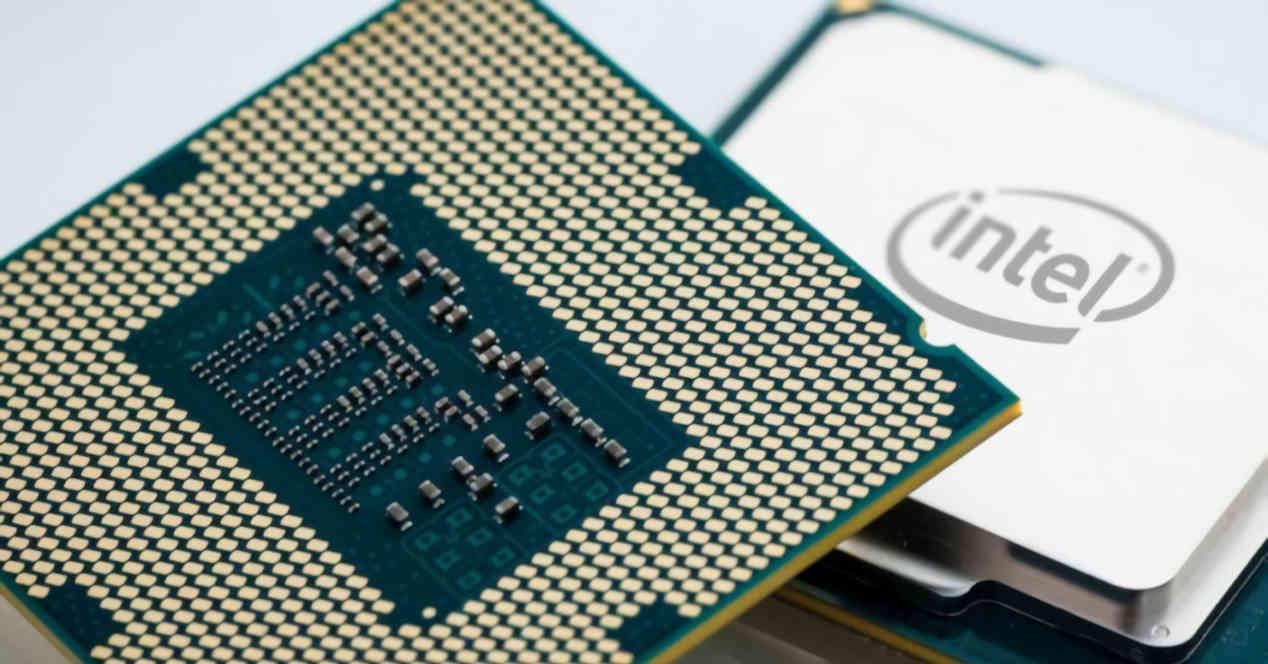 CPU generica Intel anverso reverso